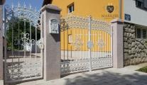 bele-kovane-kapije-i-ograde-white-wrought-iron-gates